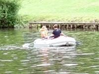 Kinder können in aller Ruhe mit ihren Schlauchbooten paddeln
