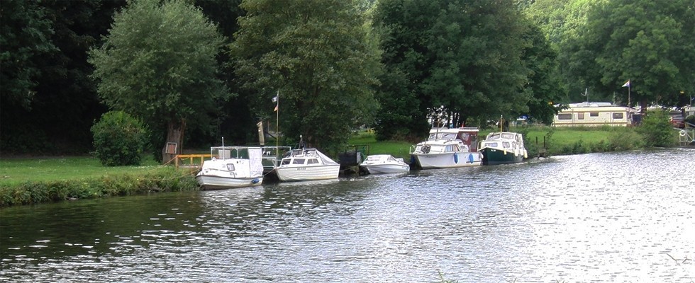 Auch Boote können an unseren Stegen anlegen